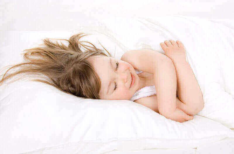 بیدار شدن کودکان در نیمه شب