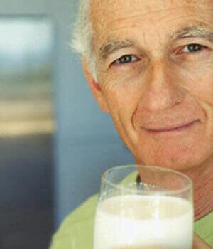 تغذیه مناسب برای سلامت سالمندان